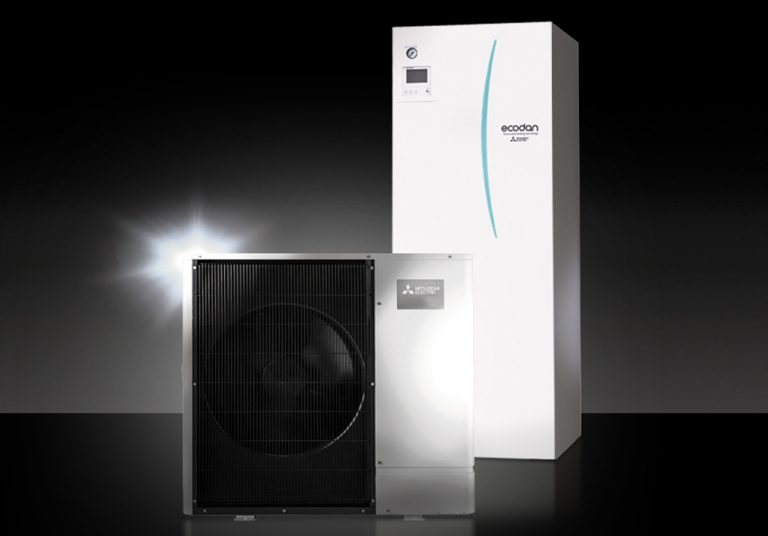 Mitsubishi Electric Ecodan ilma-vesilämpöpumpun ulkoyksikkö ja sisäyksikkö